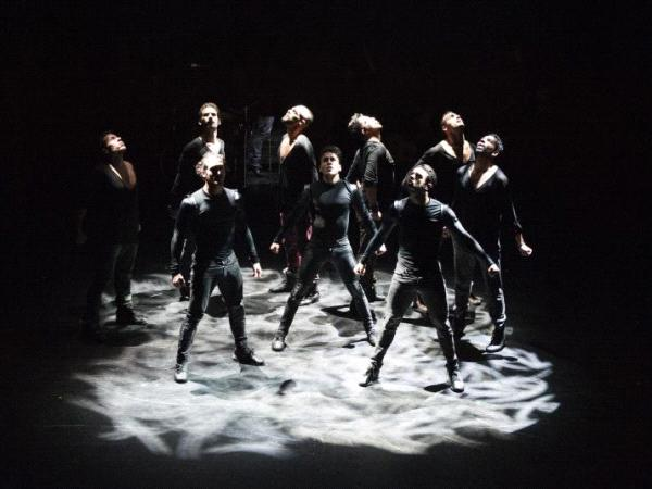 Quand le flamenco et le hip hop se rencontrent la danse se transforme en titanium