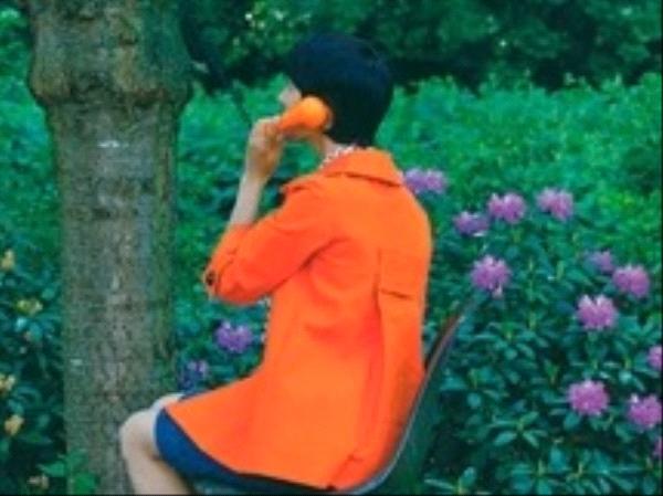 Une femme au téléphone - Carole Fives - éditions l'Arbalète