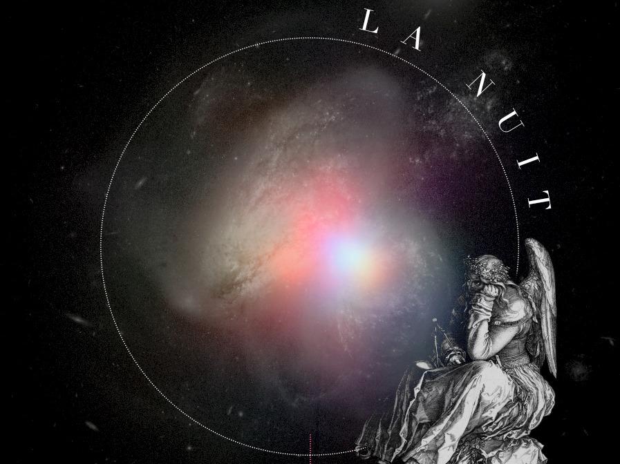 Illustration d'une statue antique avec des ailes, assise et pensive, derrière elle, un astre céleste