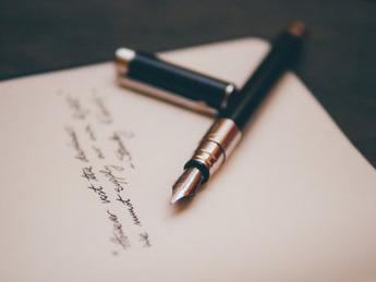 écrivain-biographe-prestaire-conseil-en-écriture-en-normandie-faire-écrire-votre-biographie-aide-à-l-écriture-d-un-livre.jpg
