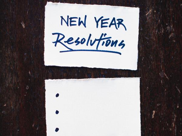 "Post-it on est inscrit "" new year resolutions"""