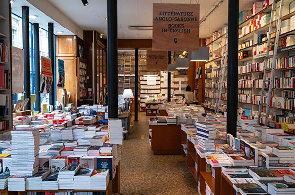 Rayon Littérature librairie Mollat.JPG