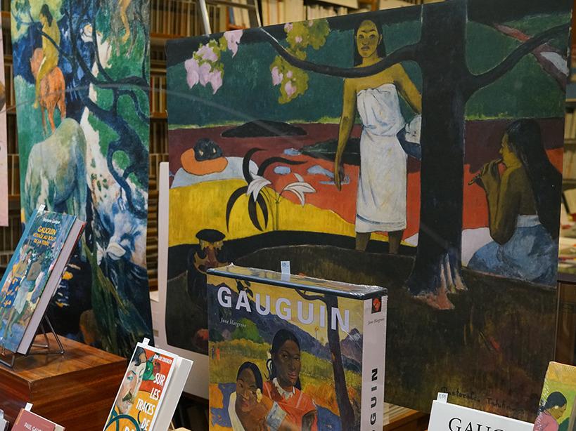 Vitrine gauguin2.jpg