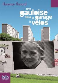 Une Gauloise dans le garage à vélos