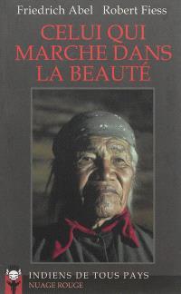 Celui qui marche dans la beauté : des canyons de l'Arizona au monde cérémoniel navajo, la quête solitaire d'un Européen en rupture