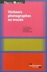 Visiteurs photographes au musée