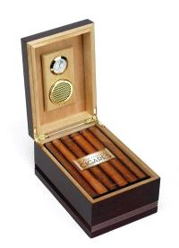 Le petit Larousse des cigares : les 200 meilleurs cigares classés par terroirs