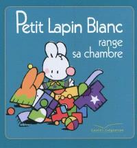 Petit Lapin blanc range sa chambre