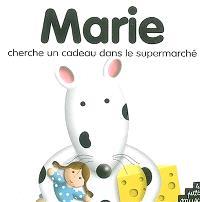Marie la souris cherche un cadeau dans le supermarché