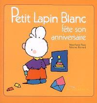Petit Lapin blanc fête son anniversaire