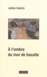 A l'ombre du mur de basalte : essai